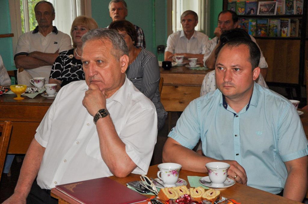 В Ирмино заслуженного шахтёра поздравили с 75-летием 3