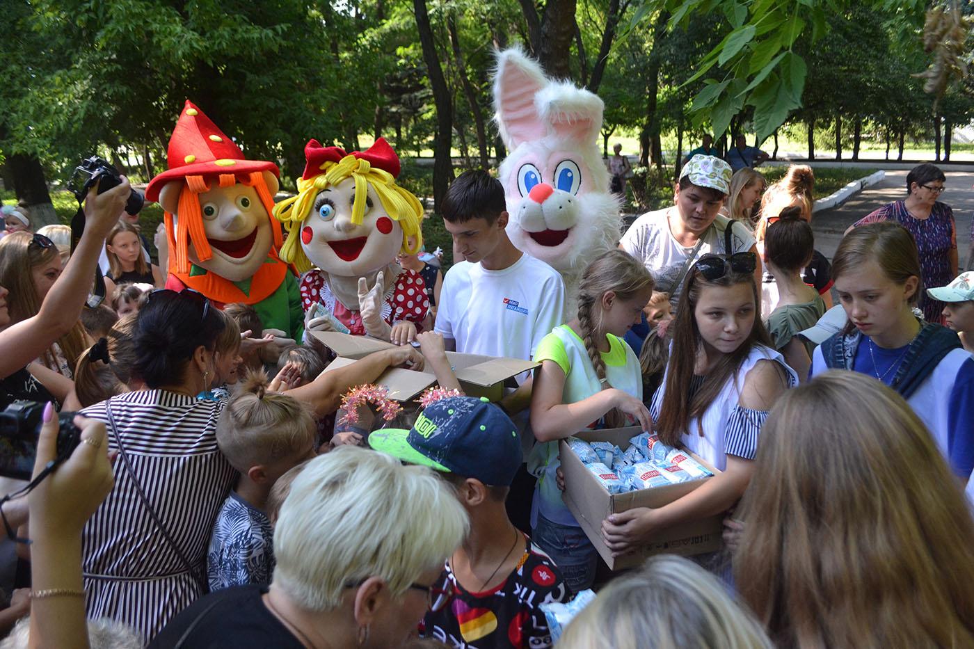 Новую детскую площадку открыли в центральном парке Антраците