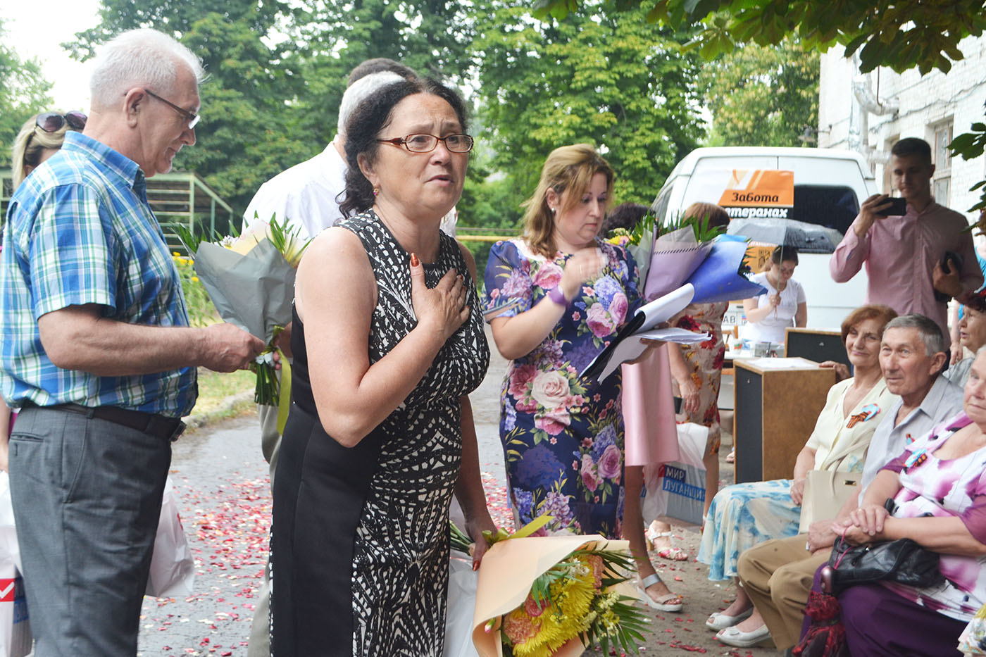В Луганске актив проекта «Забота о ветеранах» поздравил супружеские пары-долгожители