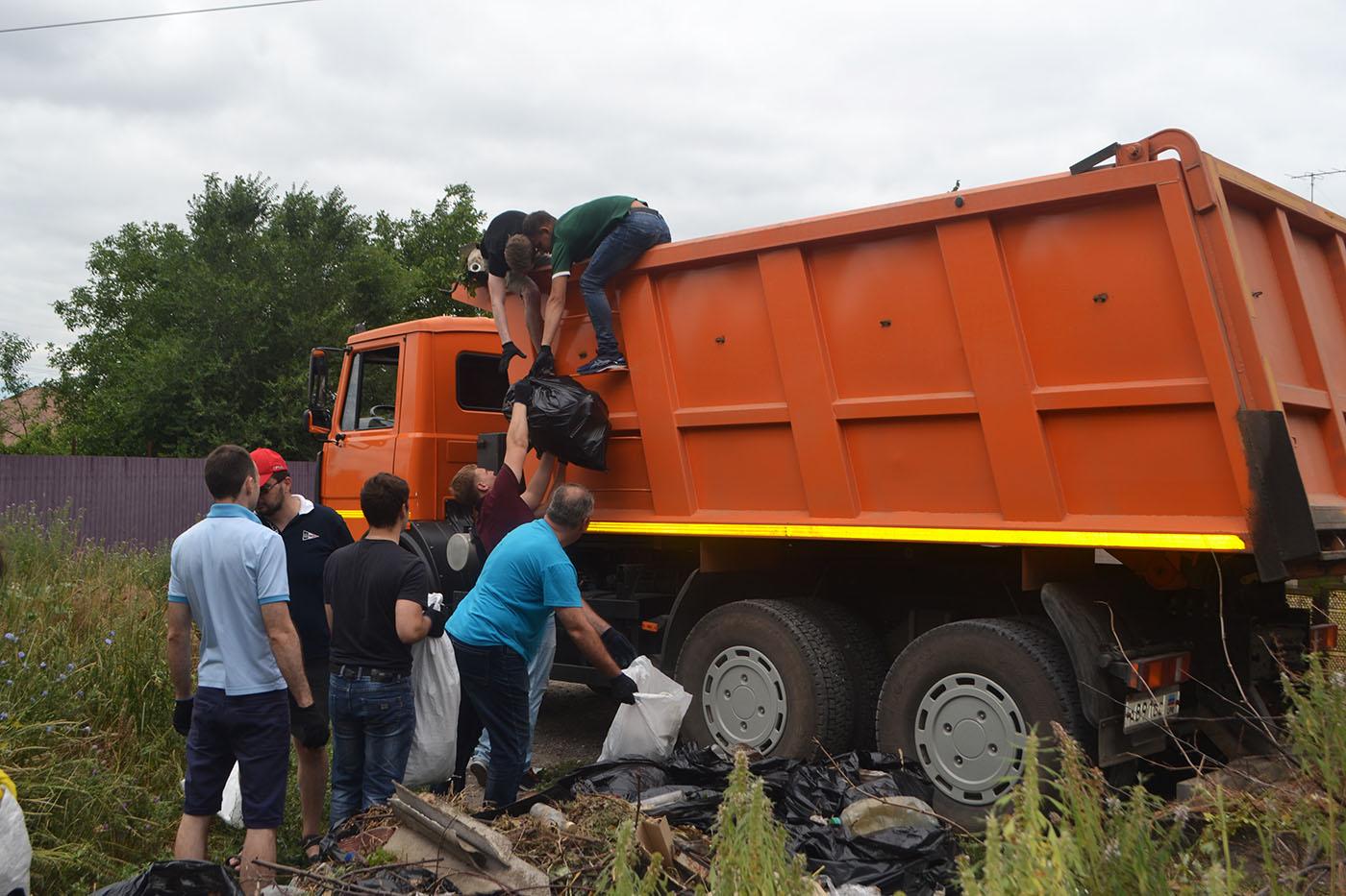 Активисты ОД «Мир Луганщине» ликвидировали стихийную свалку в Жовтневом районе Луганска