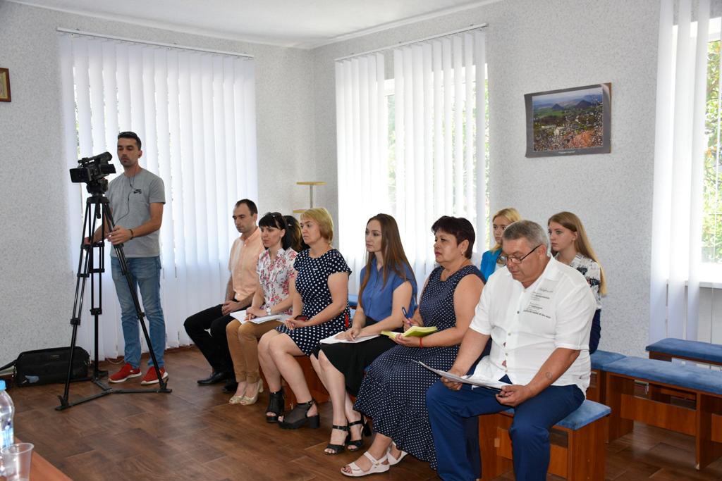 Помощник председателя Народного Совета ЛНР встретился с жителями Красного Луча 2