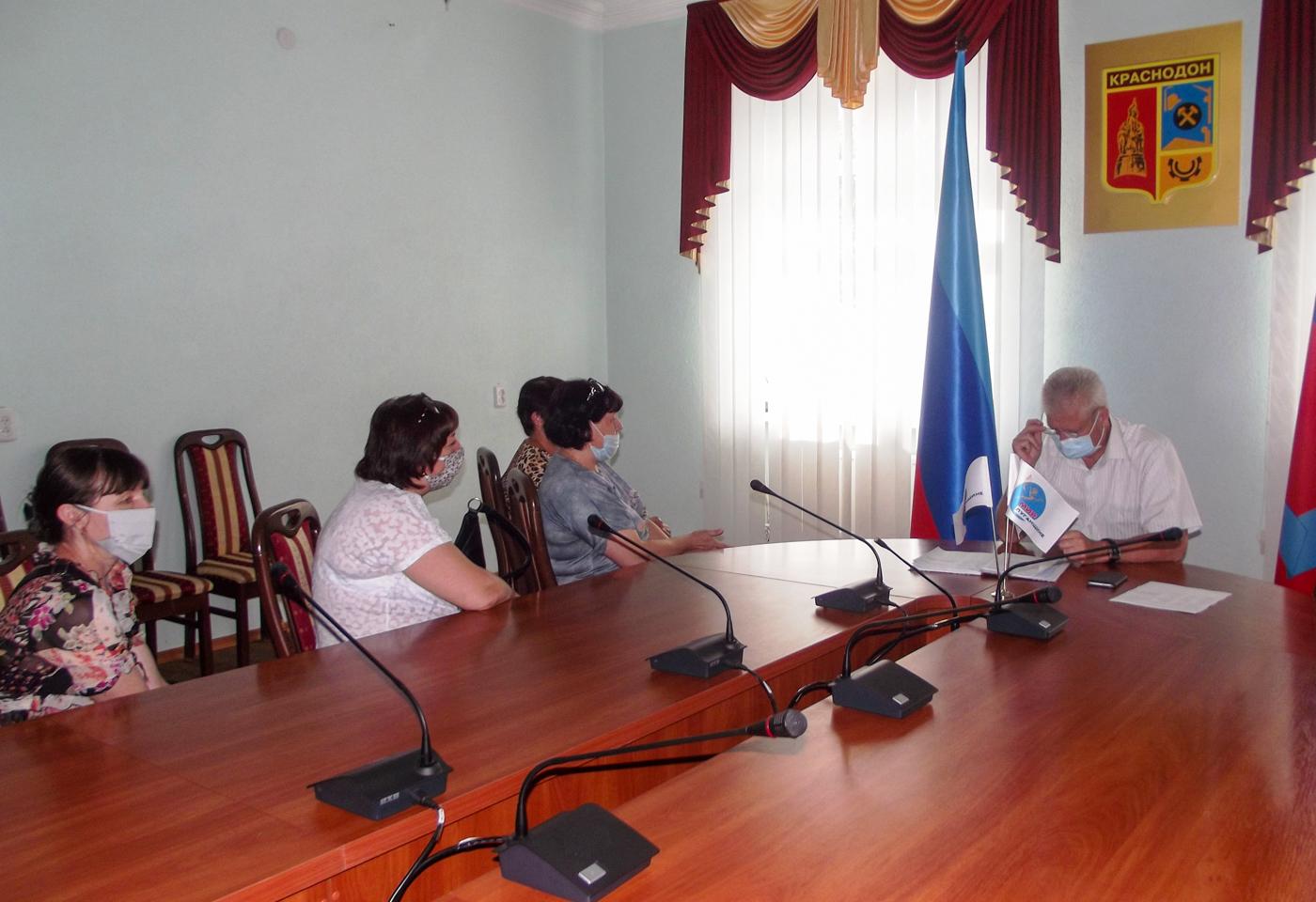 В Краснодоне глава администрации города провёл личный приём граждан