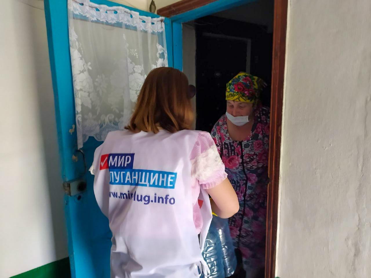 В Кировске волонтёры помогли тем, кто соблюдает режим самоизоляции 2