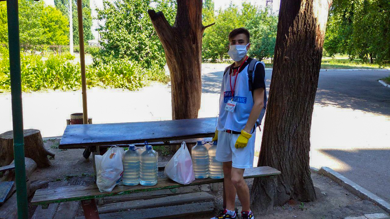 Волонтёры акции «Рука помощи» помогли жителям Кировска