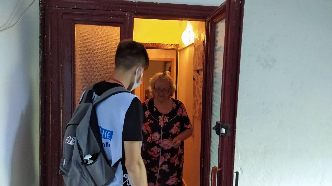 Волонтёры акции «Рука помощи» помогли жителям Кировска 2