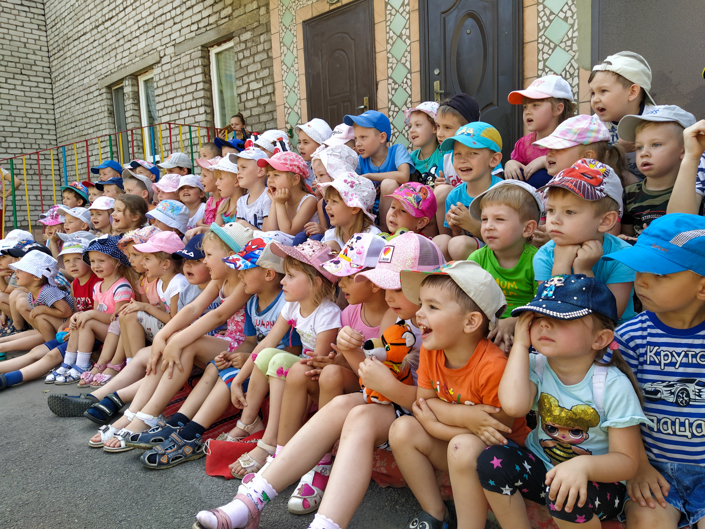Воспитанников перевальского детского сада «Родничок» развлекли активисты ОД «Мир Луганщине» 2