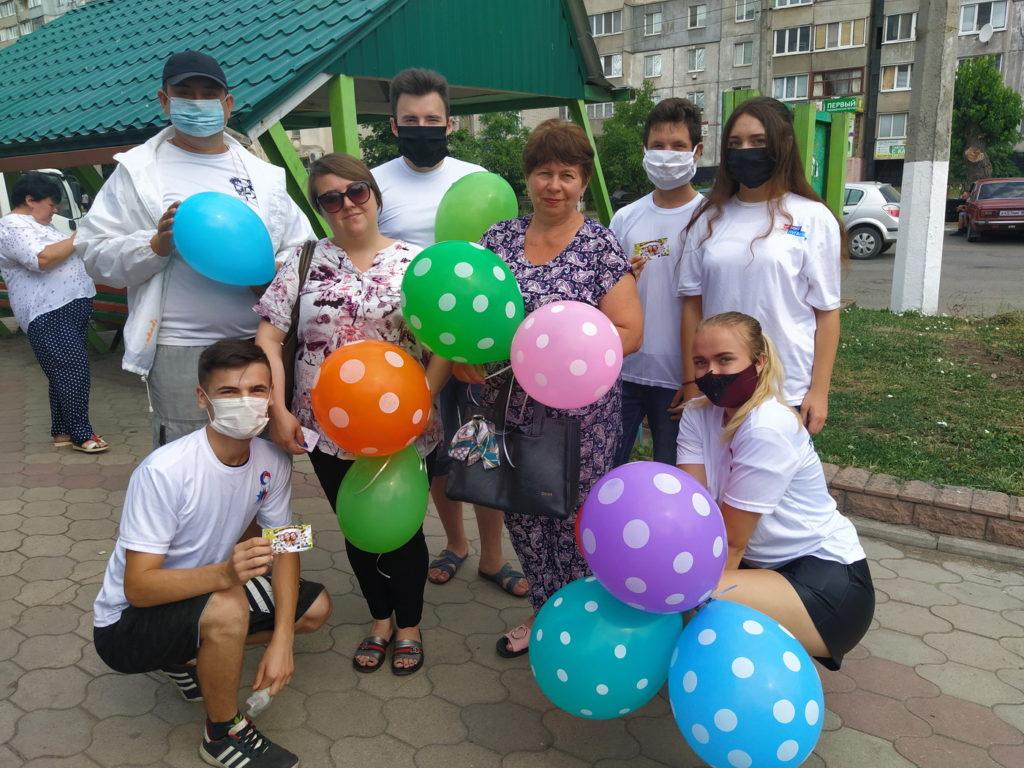 В городах и районах ЛНР активисты ОД «Мир Луганщине» поздравили жителей с Днём семьи, любви и верности 1