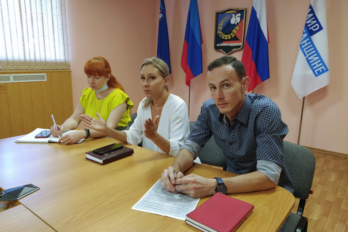 Молодёжь Перевальского района обсудила с депутатами Молодёжного парламента ЛНР Минские соглашения