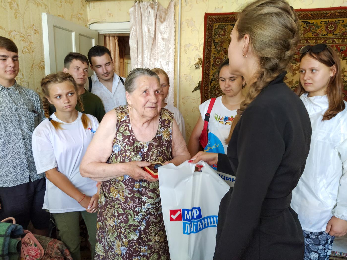 Ветерана труда из Перевальска поздравили с 90-летием 2