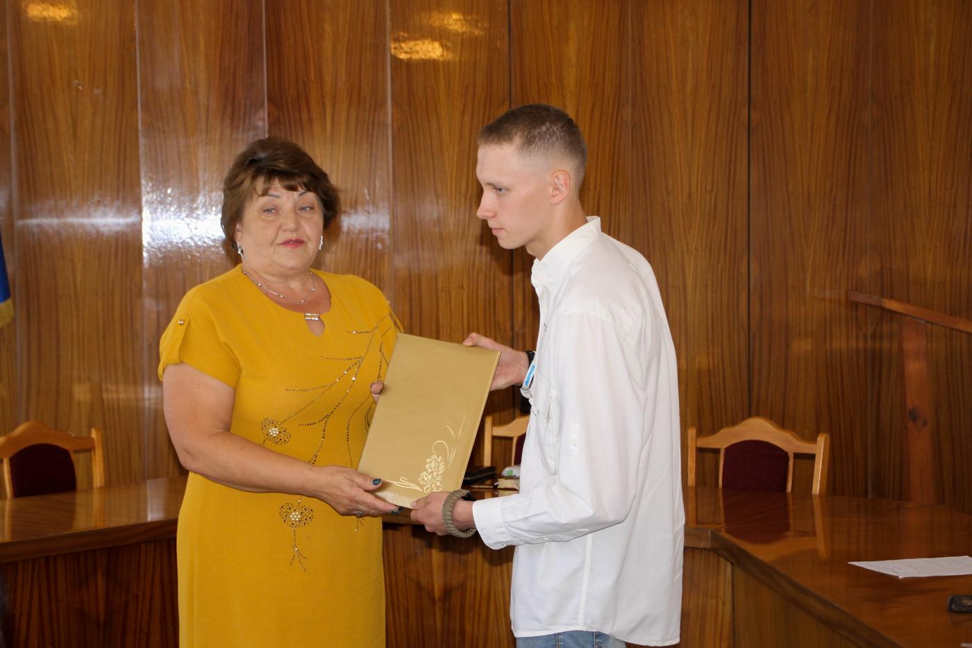 Представители ветеранской организации, активисты проектов «Забота о ветеранах» и «Молодая Гвардия» встретились в Антраците 2