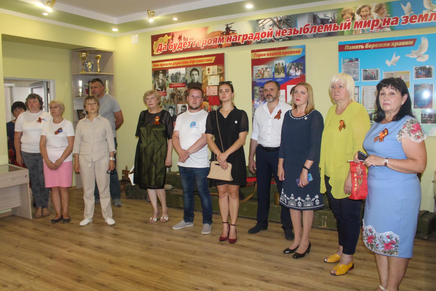 Активисты Славяносербскаого района и депутаты Народного Совета ЛНР посетили музей боевой славы