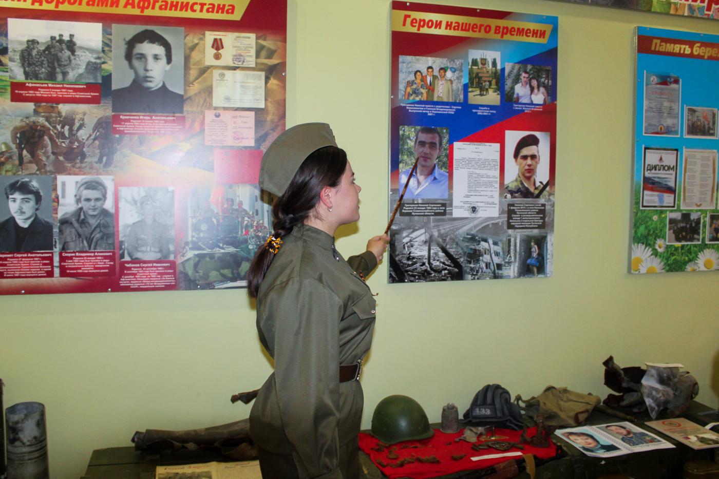 Активисты Славяносербскаого района и депутаты Народного Совета ЛНР посетили музей боевой славы 2