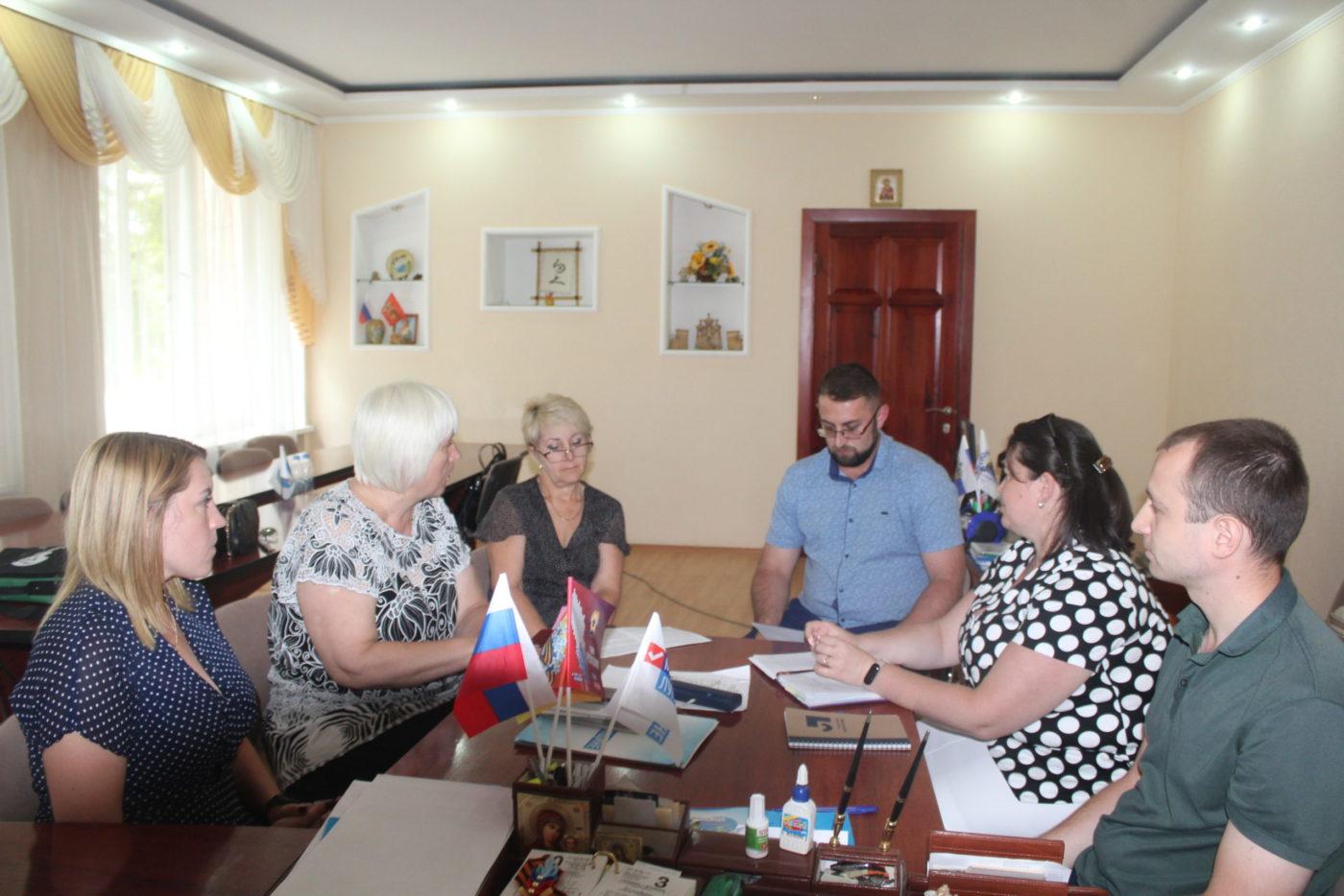 Депутат Народного Совета ЛНР Светлана Гизай встретилась с молодёжными активистами Славяносербского района