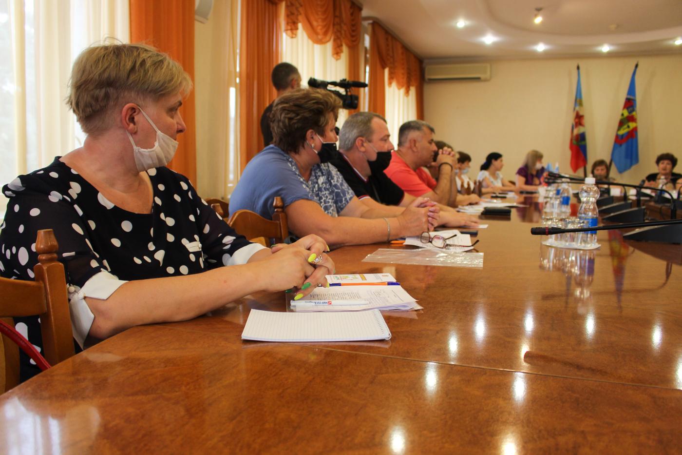 В Луганске стартовал пилотный проект, направленный на поддержку замещающих семей 3