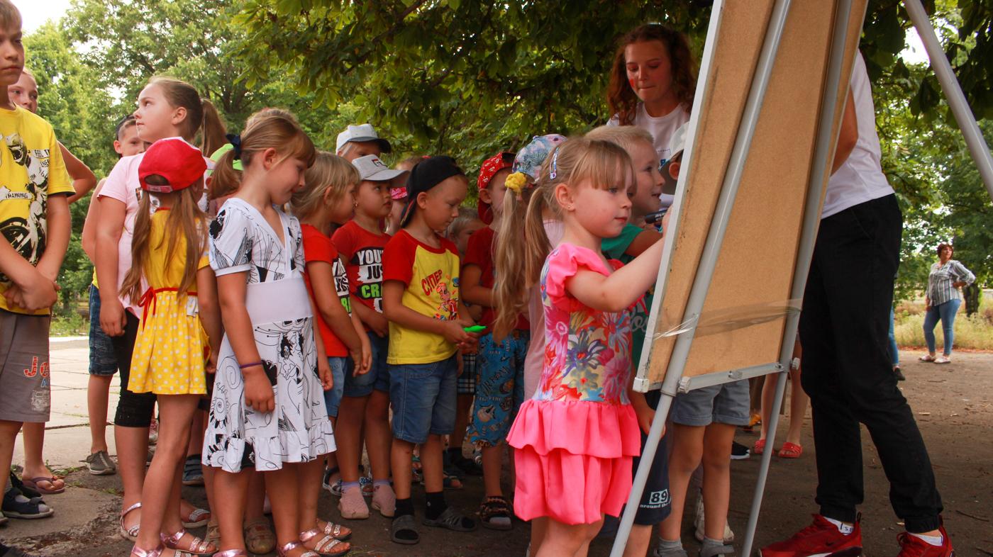 Активисты проекта «Волонтёр» провели развлекательную программу для детей из прифронтовых районов Славяносербска 2