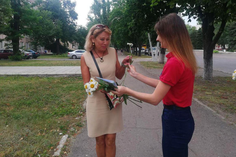 В городах и районах ЛНР активисты ОД «Мир Луганщине» поздравили жителей с Днём семьи, любви и верности 4