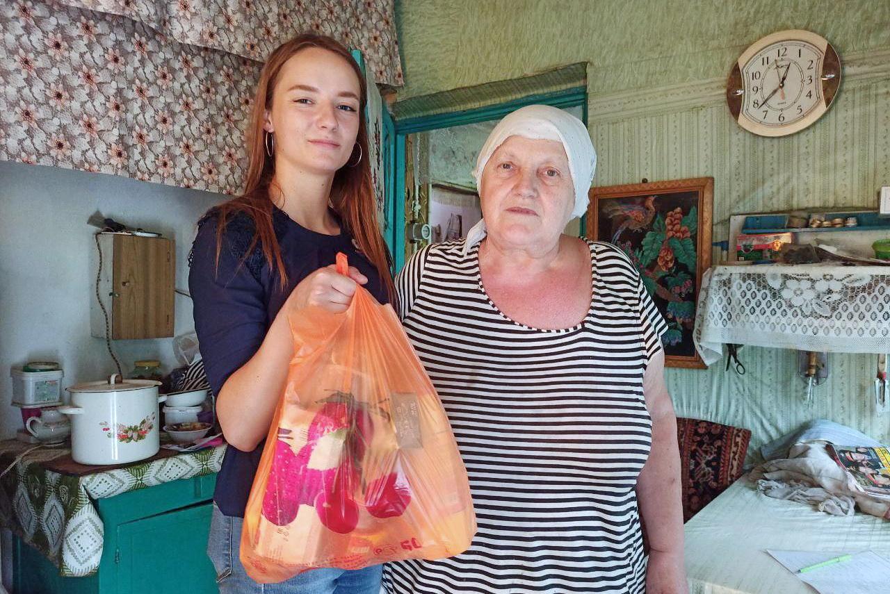Участники проекта «Волонтёр» передали луганчанам помощь от Луганского электромашиностроительного завода