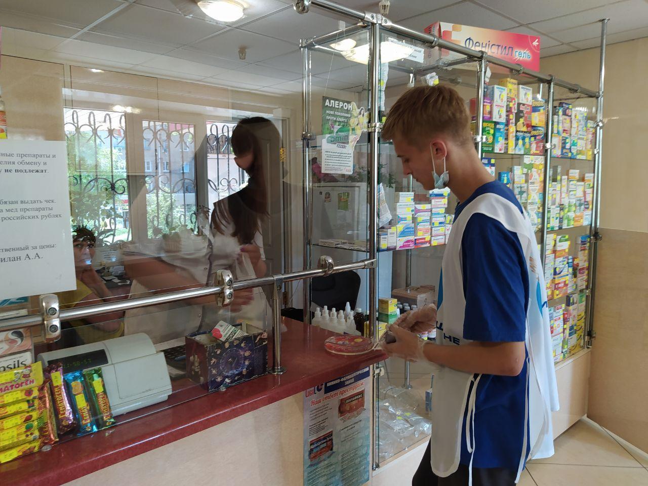 В рамках акции «Рука помощи» волонтеры помогли жительнице Стаханова