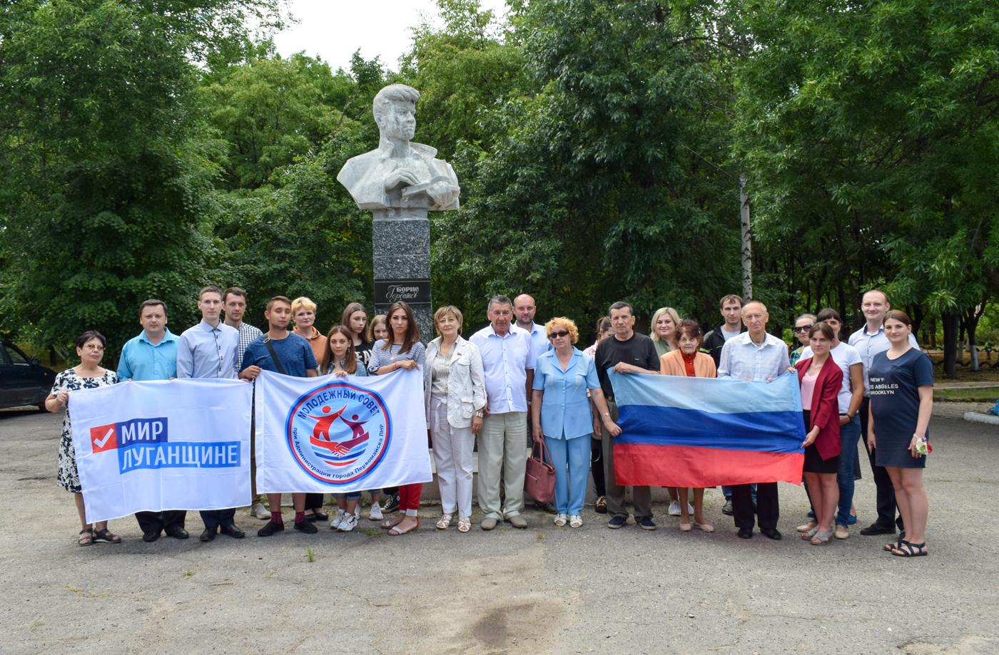 В Первомайске возложили цветы к памятнику Борису Горбатову 4