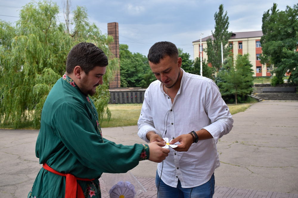 В городах и районах ЛНР активисты ОД «Мир Луганщине» поздравили жителей с Днём семьи, любви и верности 3