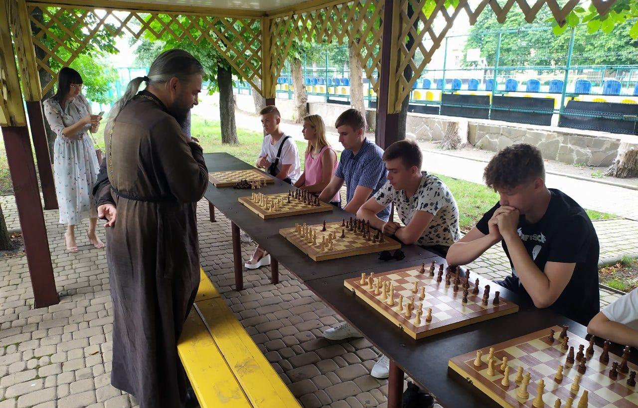 В Свердловске состоялся дружественный шахматный турнир