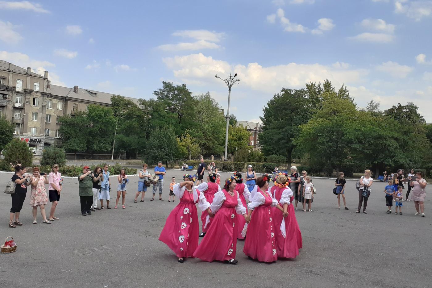 В Алчевске активисты провели празднование яблочного спаса