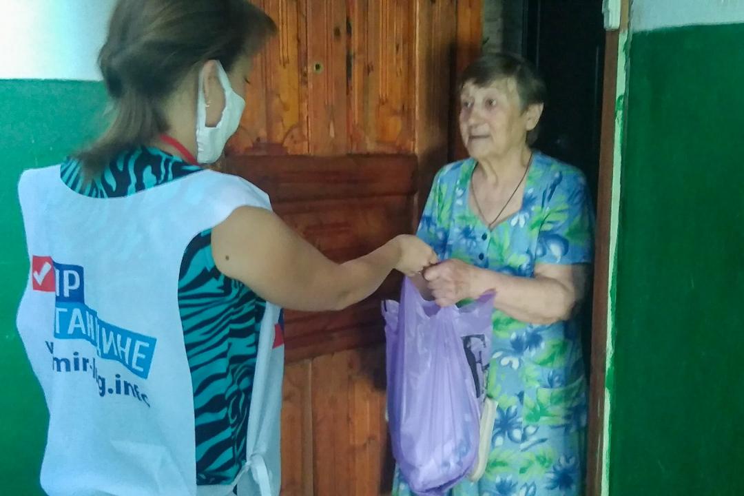 В рамках акции «Рука помощи» волонтёры оказали помощь одной жительнице Свердловского района