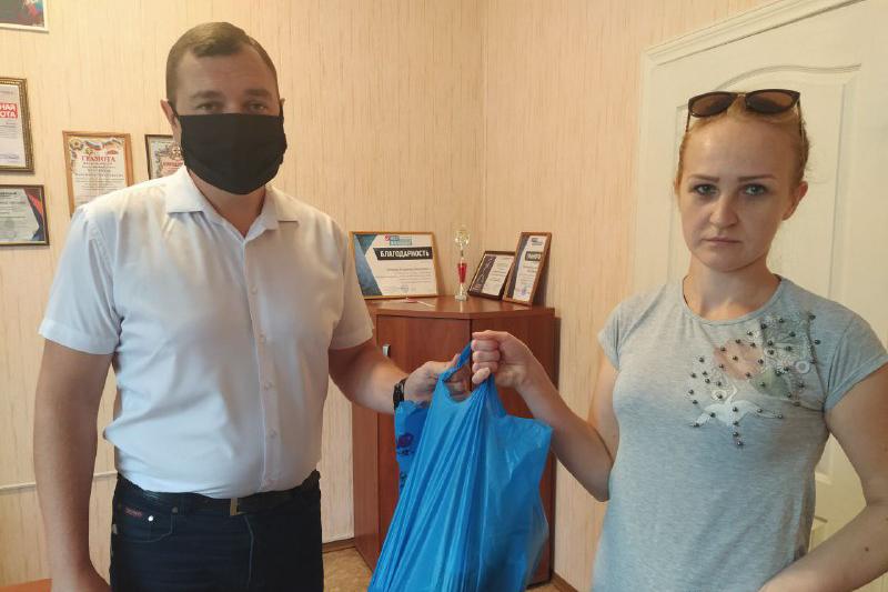 Жители Перевальского района получили помощь от проекта «Волонтёр» 1