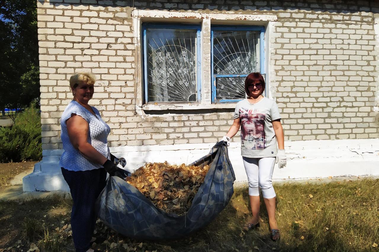 Активисты Антрацитовского района провели субботник 3