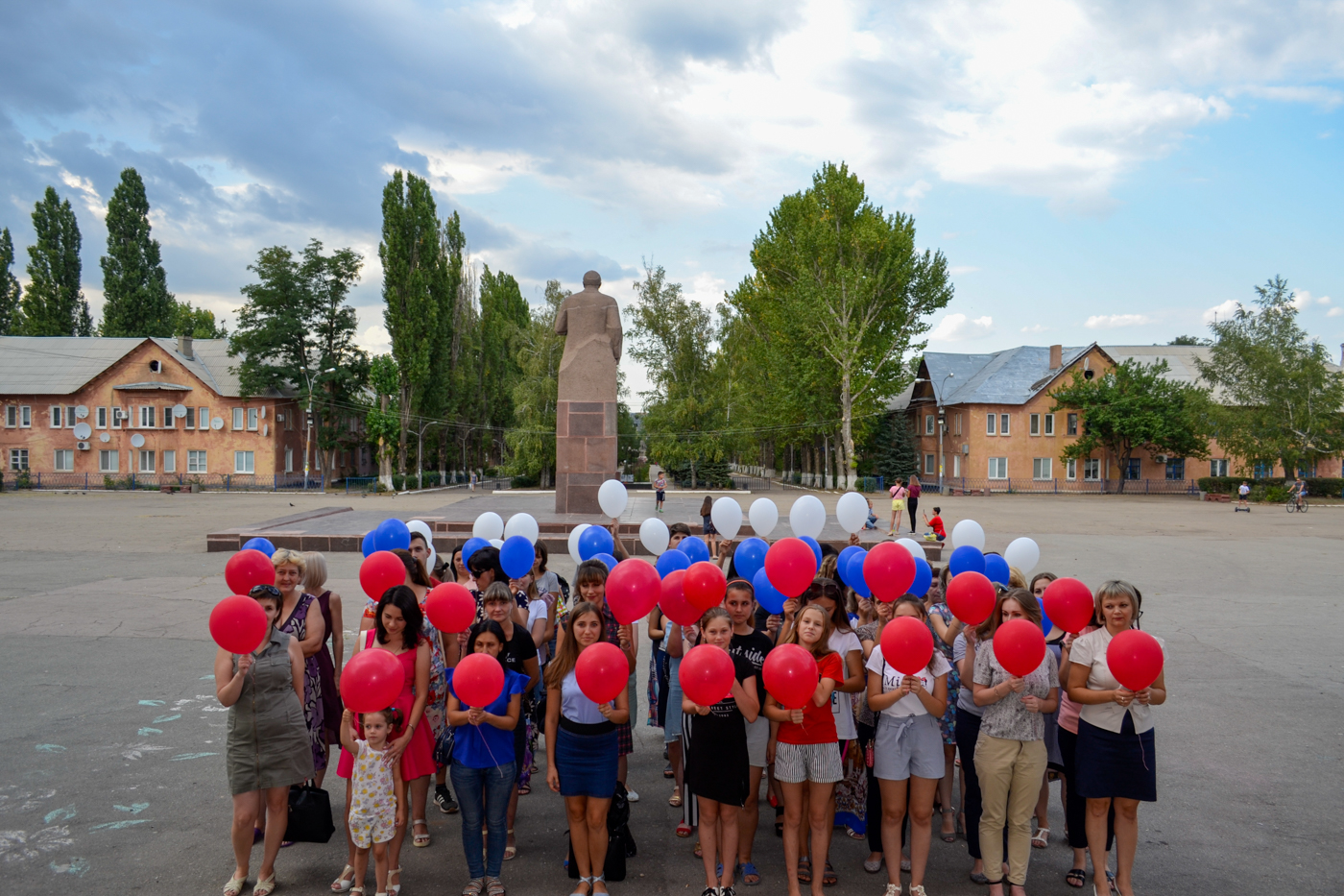 Активисты ОД «Мир Луганщине» провели праздничные мероприятия, посвящённые Дню Государственного флага Российской Федерации