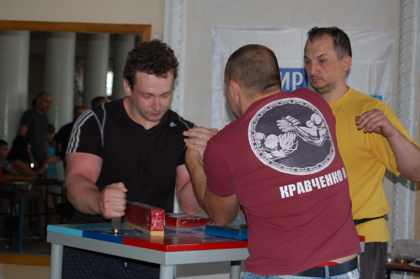 При поддержке Лутугинского теротделения ОД «Мир Луганщине» состоялись соревнования по армрестлингу3