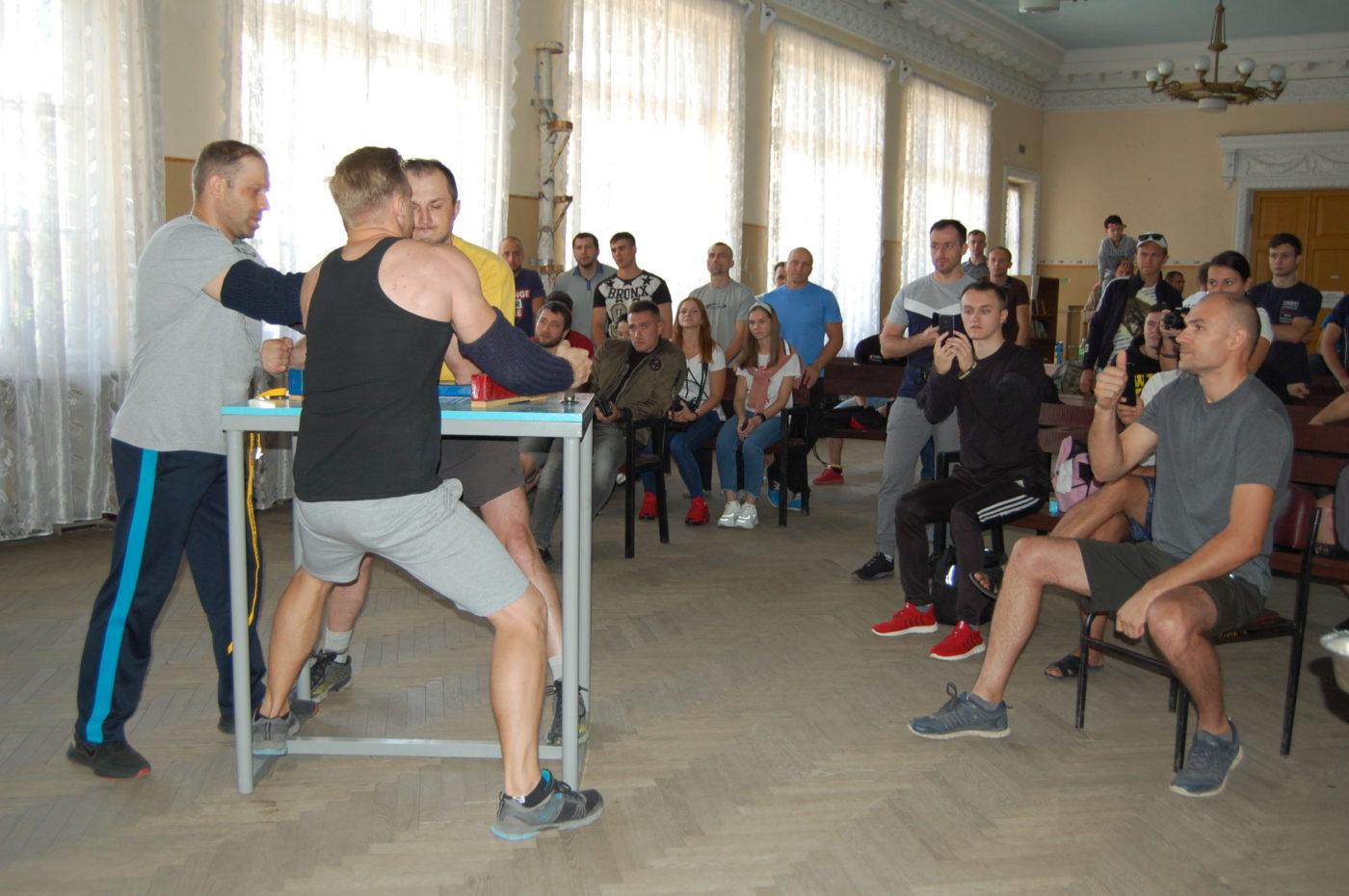 При поддержке Лутугинского теротделения ОД «Мир Луганщине» состоялись соревнования по армрестлингу2