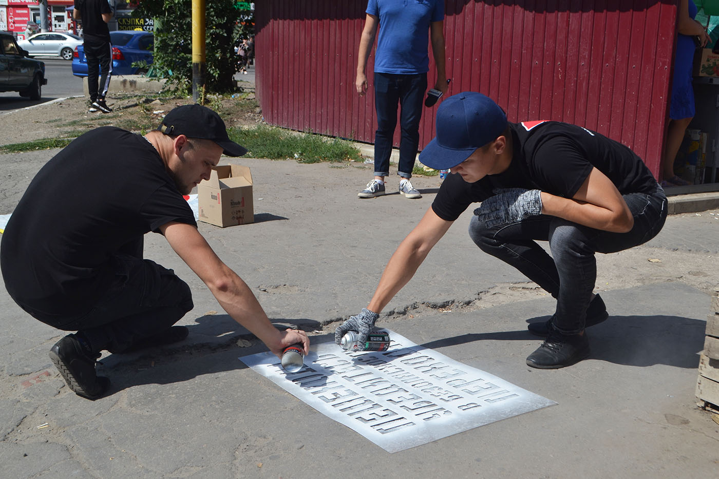 Активисты ОД «Мир Луганщине» провели в Луганске социальную акцию «Жизнь дороже»1