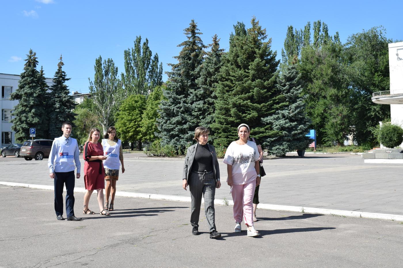 В Первомайске активисты ОД «Мир Луганщине» провели акцию «Горжусь своими земляками» 3