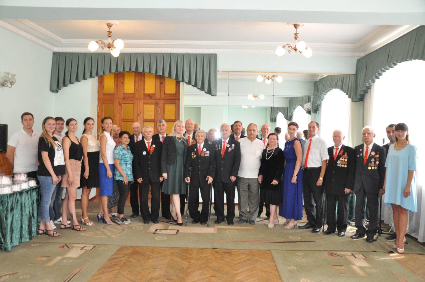В Стаханове поздравили народный хор ветеранов войны и труда «Гвардия»
