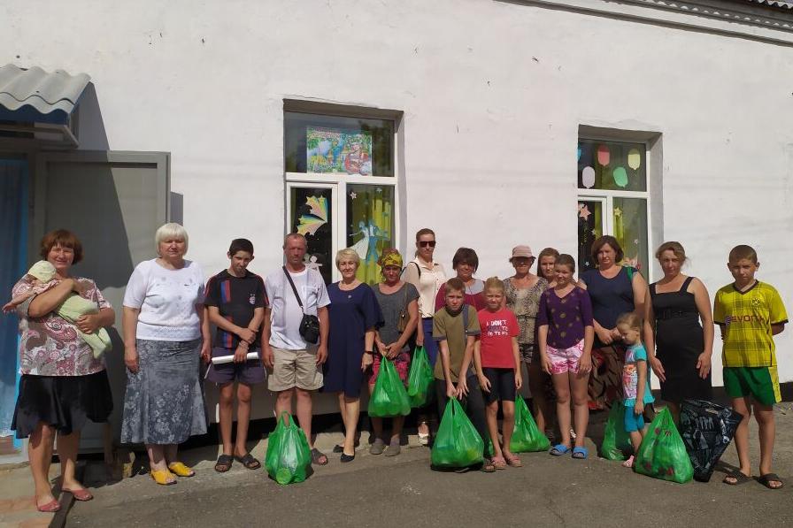 Многодетные семьи Славяносербского района получили продуктовые наборы от проекта «Волонтёр»