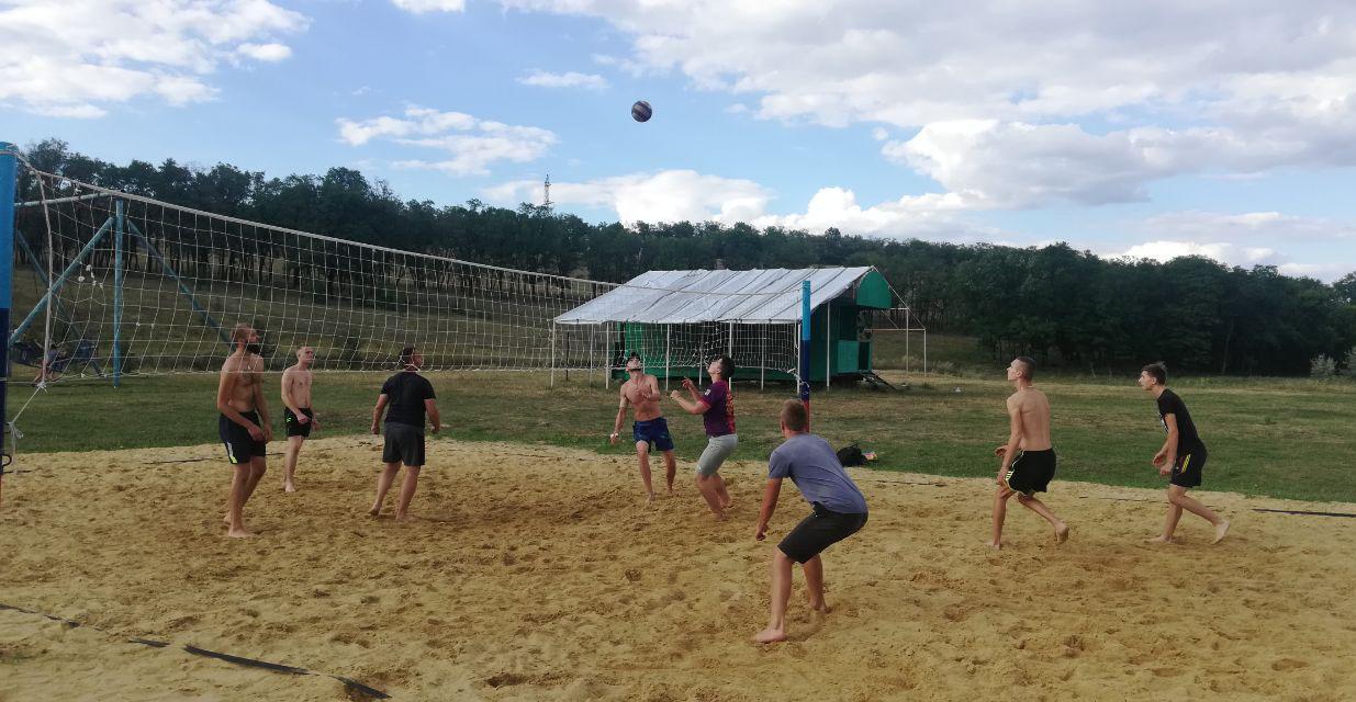 В Первомайске продолжаются игры Летнего чемпионата по пляжному волейболу