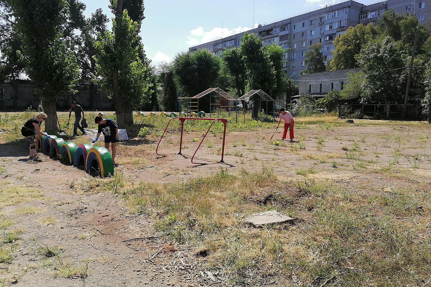 Депутат Ирина Андрух организовала проведение субботника в Луганске4