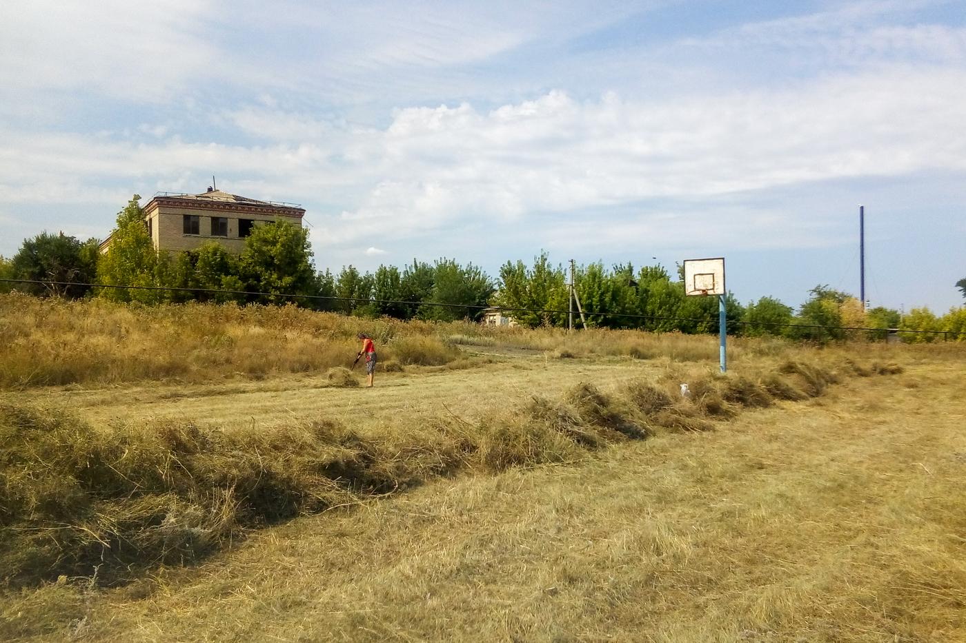 Активисты Краснодонского района провели субботник на футбольном поле