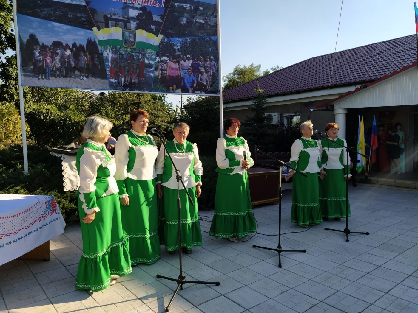 Активисты Городищенского первичного отделения ОД «Мир Луганщине» и жители посёлка отметили День шахтёра