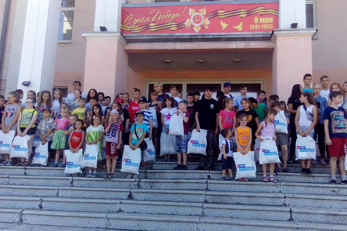 Дети Алчевска получили подарки от ОД «Мир Луганщине»