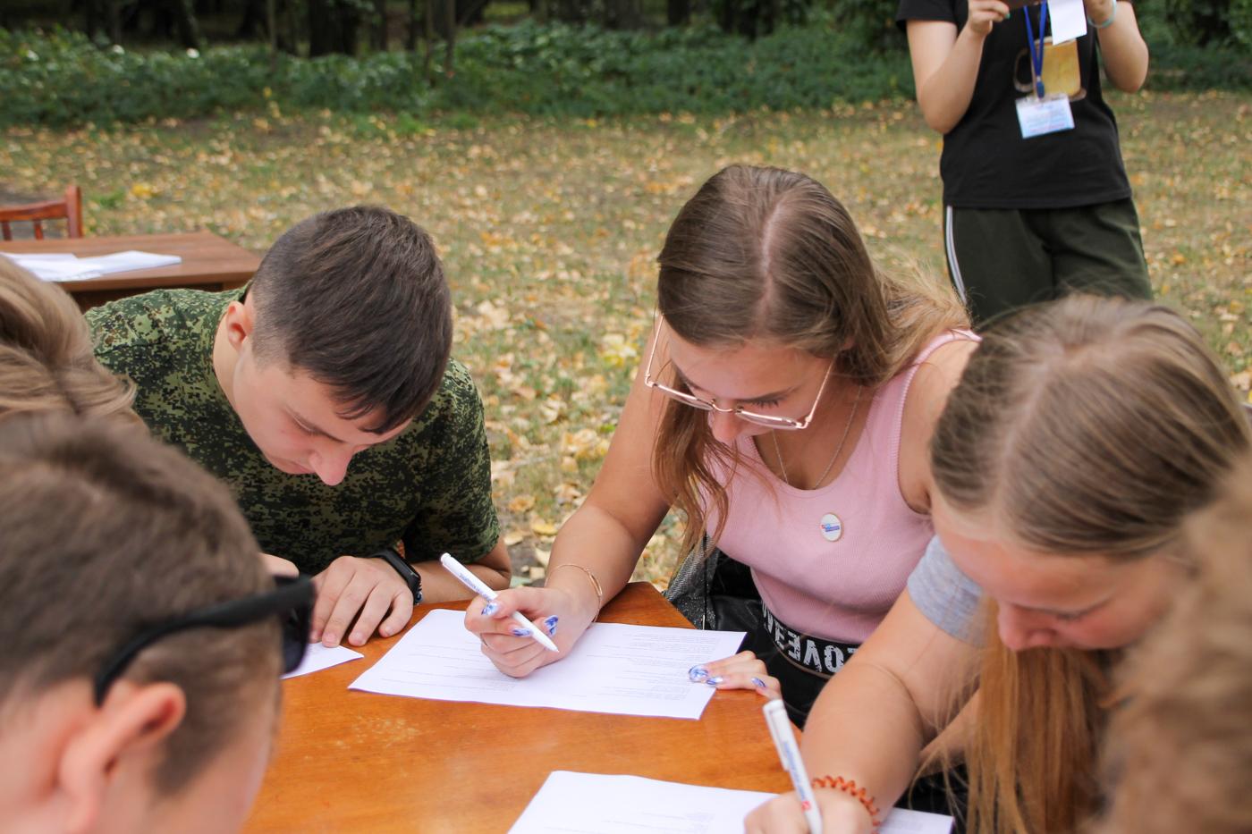 Туристический слёт активистов проекта «Молодая Гвардия» ОД «Мир Луганщине» прошёл в Антраците 4