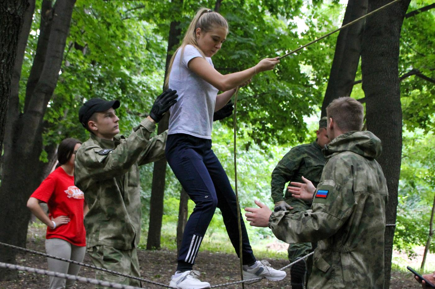 Туристический слёт активистов проекта «Молодая Гвардия» ОД «Мир Луганщине» прошёл в Антраците 8