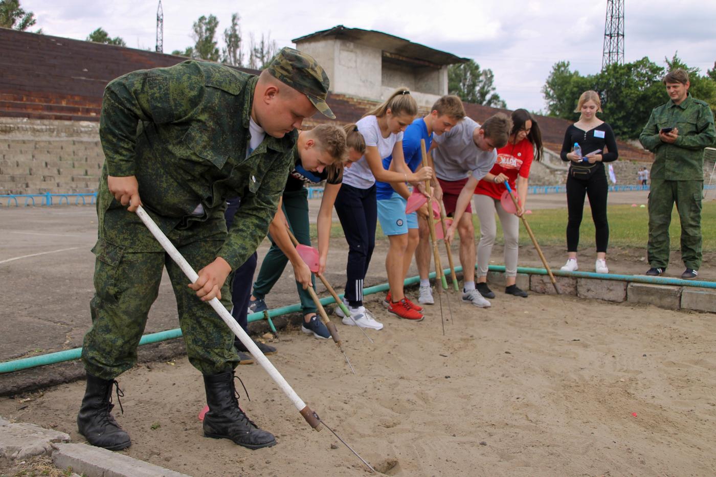 Туристический слёт активистов проекта «Молодая Гвардия» ОД «Мир Луганщине» прошёл в Антраците 9