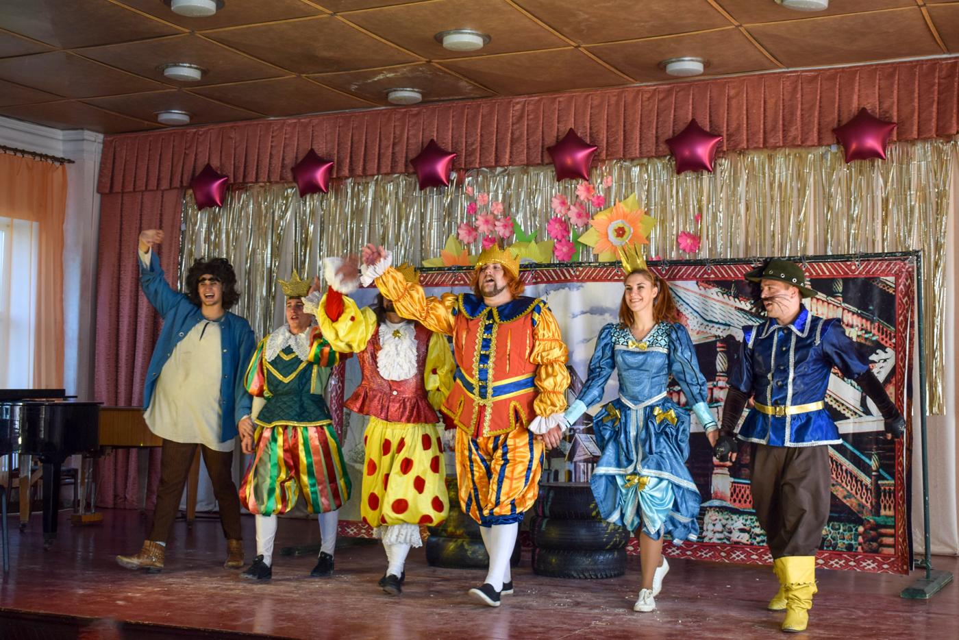 Актёры театра на Оборонной показали спектакль для детей в Первомайске