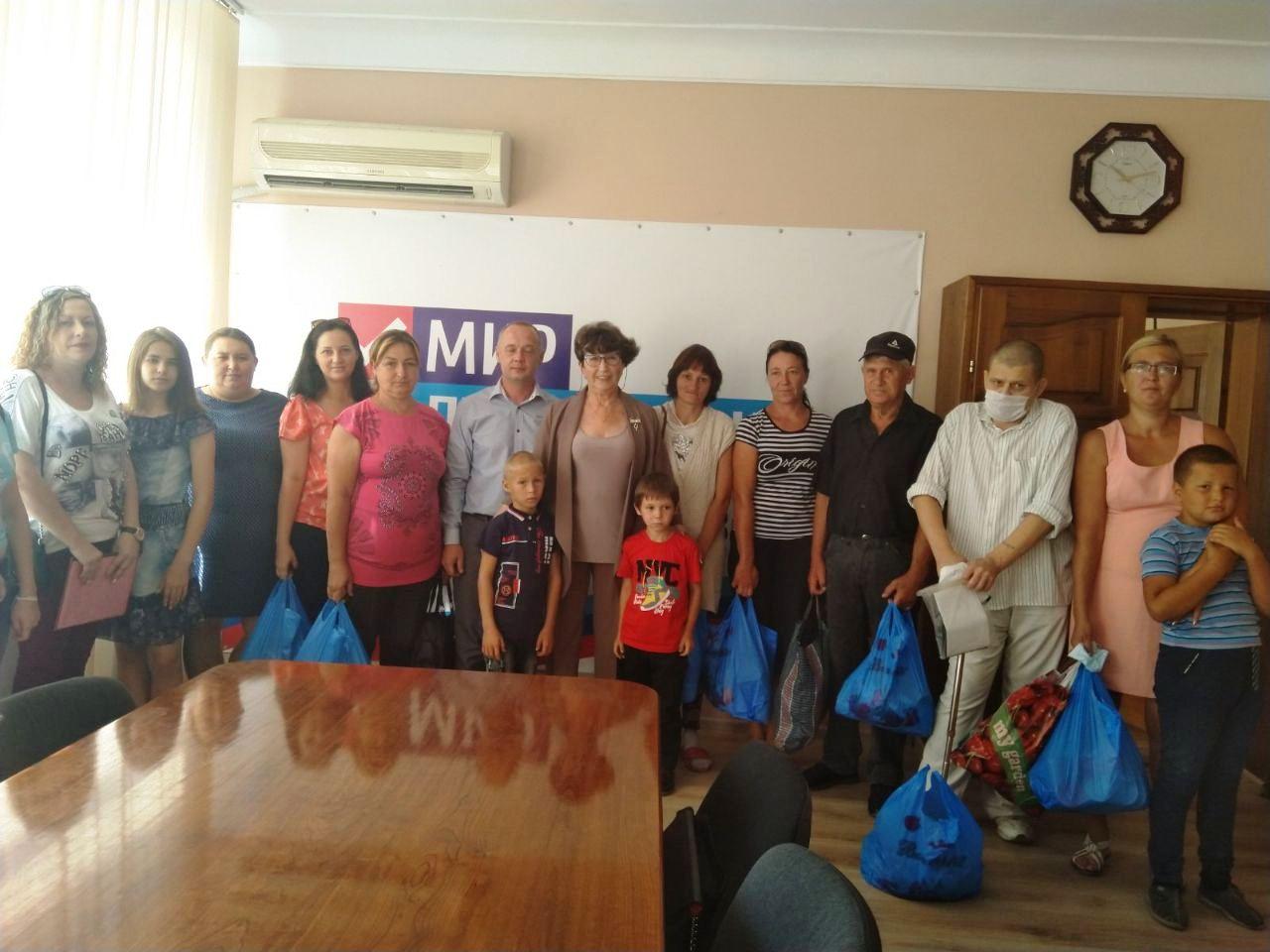 Десять семей Лутугинского района получили помощь от волонтёров
