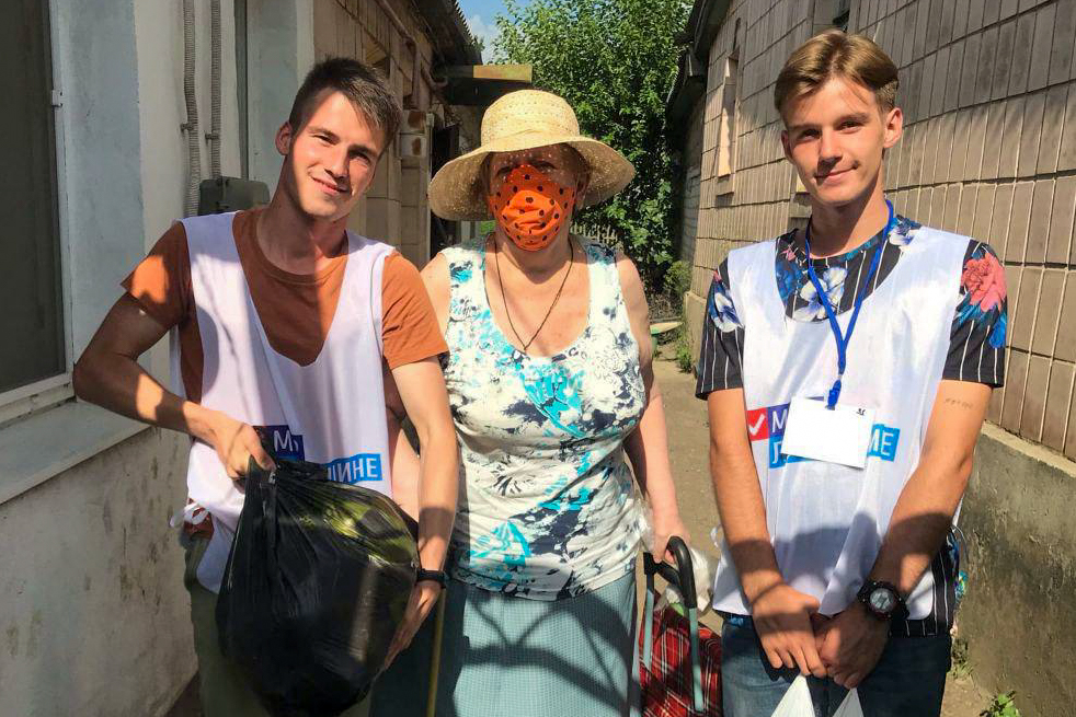 В рамках акции «Рука помощи» волонтёры за неделю помогли 23 жителям ЛНР 1