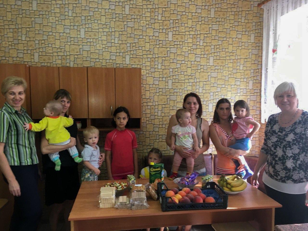 Депутат Народного Совета ЛНР посетила центр социальной поддержки семей, детей и молодёжи Славяносербска