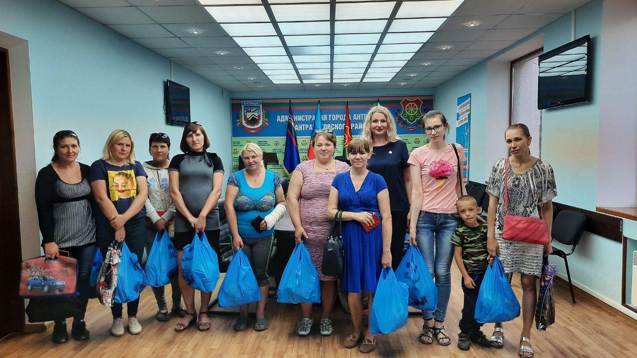 В Антраците многодетные семьи получили помощь от проекта «Волонтёр»