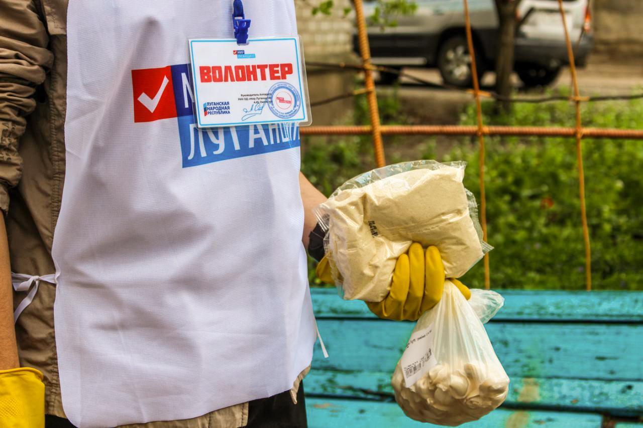 Активисты проекта «Рука помощи» помогли жителям Луганска